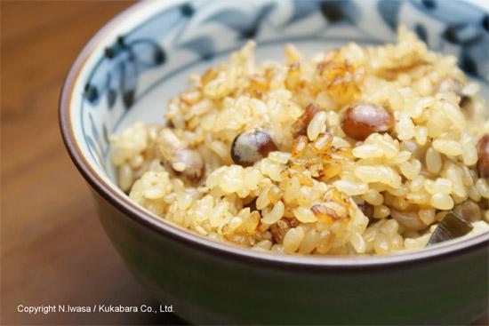 はちみつレシピオーストラリア産ユーカリはちみつレッド・ストリンギーバークで作る炒り大豆と玄米の炊き込みご飯3
