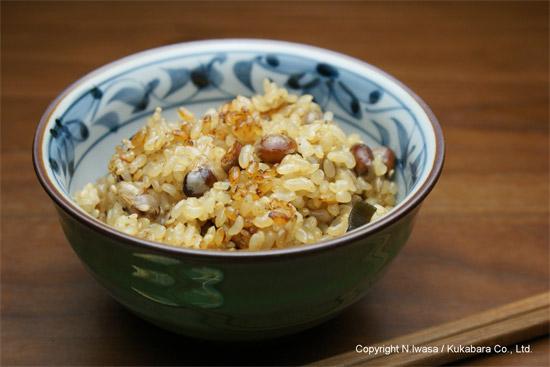 はちみつレシピオーストラリア産ユーカリはちみつレッド・ストリンギーバークで作る炒り大豆と玄米の炊き込みご飯4