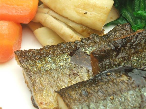 はちみつを使ったアイデアいろいろユーカリ蜂蜜ペパーミントで作る秋刀魚のポアレバルサミコ酢風味3
